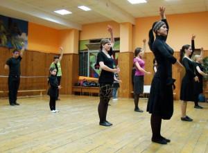 В данной статье вы узнаете, как правильно танцевать лезгинку