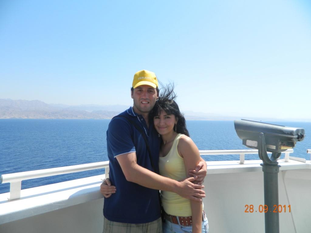 на фоне Красного моря