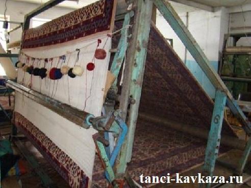 На ткацких станках изготавливали ковровые изделия