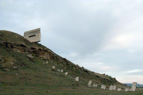 Мемориал-памятник защитникам перевалов Кавказа