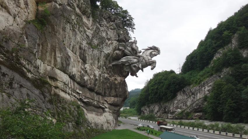 Статуя Георгию Победоносцу