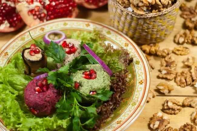 Среди множества грузинских блюд можно выделить Пхали – очень полезное бюдо
