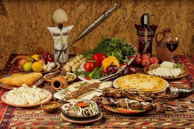Грузинская кухня богата и разнообразна, она сочетает в себе пряное и острое