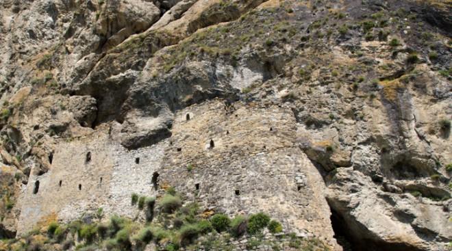Дзивгисская крепость в Куртатинском ущелье