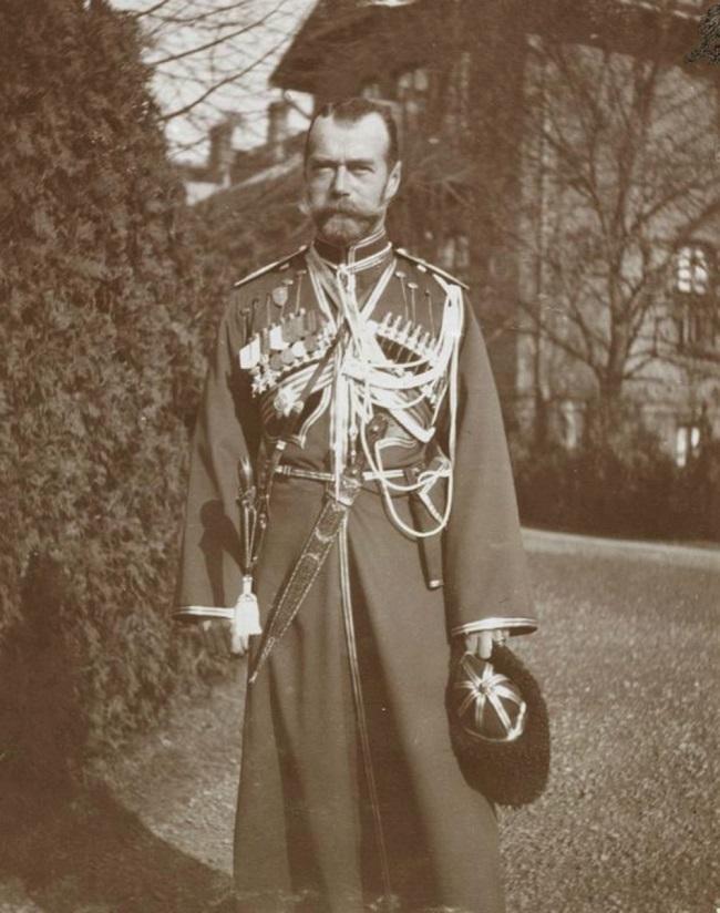 Излюбленными атрибутом русских императораторов было оружие Кавказа