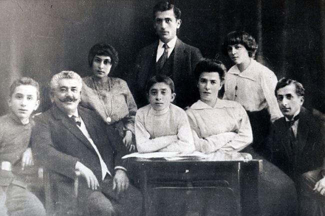 Семья Арама Хачатуряна была большой, как и почти все семьи того времени