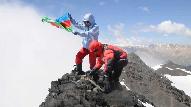 Покорение вершины Базардюзю азербайджанскими альпинистами