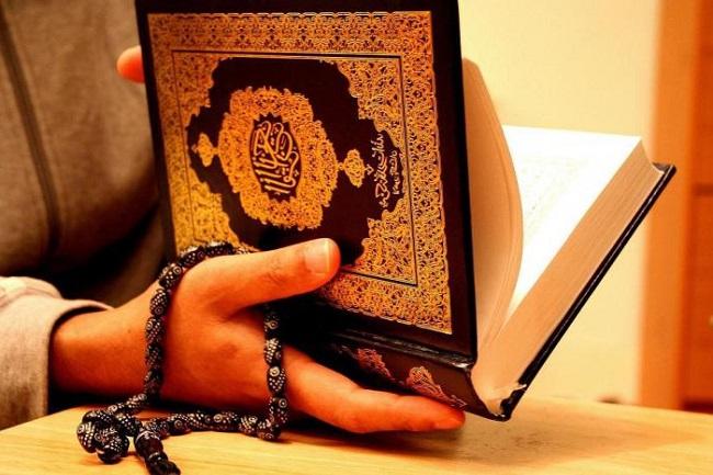 Коран - священная книга мусульман, в которой заложены основы шариата