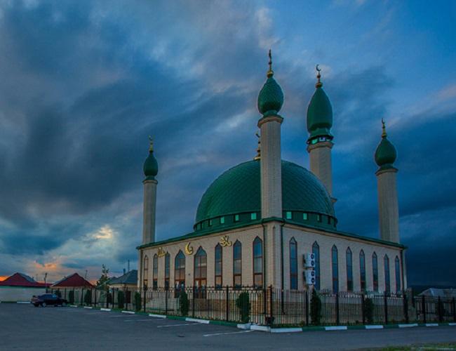 Как и во всех городах, где большая часть населения исповедует ислам, в Сунже есть мечеть