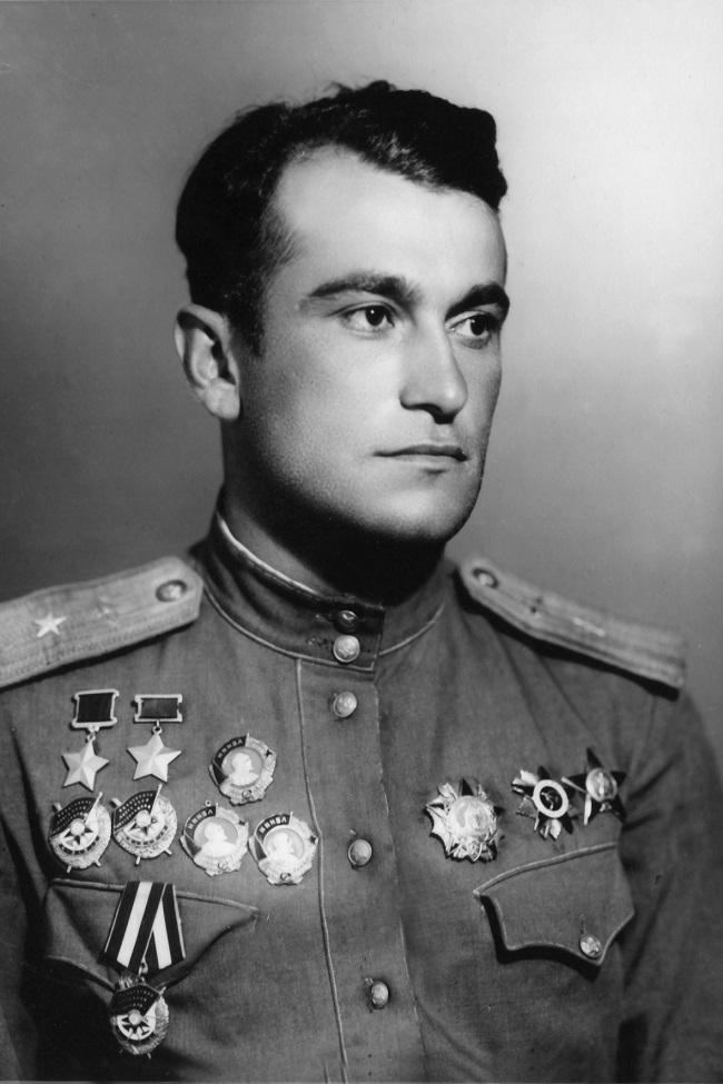 Ахмет-Хан Султан – известный лакец, получивший дважды звание Героя Советского Союза