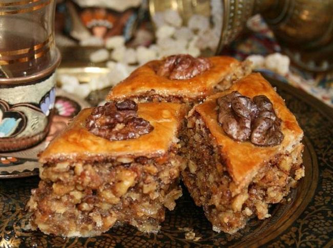 Пахлава - очень известная восточная сладость армянской кухни