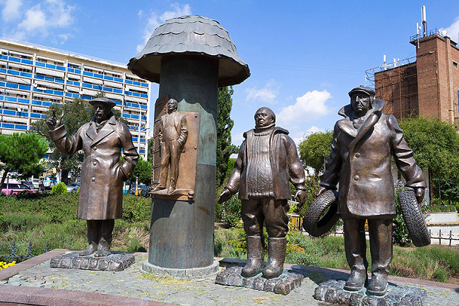"""Памятник героям """"Мимино"""" установлен был в Грузии в 2011 году"""