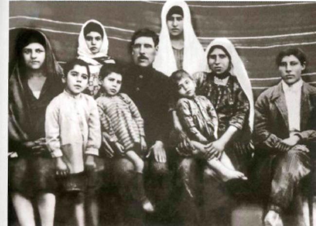 Семья Гейдара Алиева была большой, он был четвертым по счету ребенком