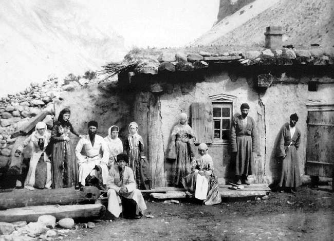 Дома балкарцы строили близко друг к другу и в труднодоступных местах