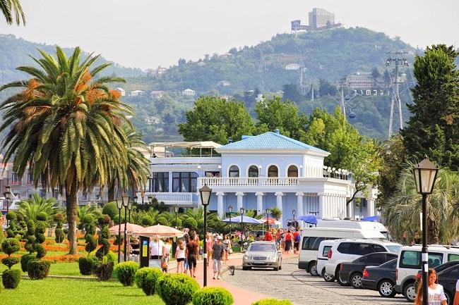 Грузия привлекает туристов многочисленными курортами в разных городах