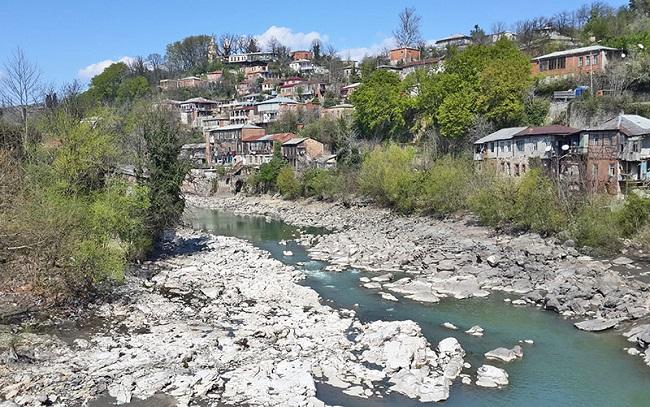 Одно из названий города Кутаиси означает – город мая и роз