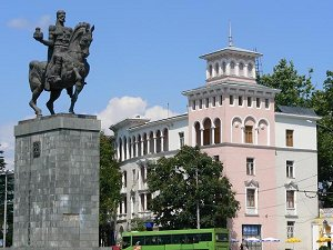 Туристам, приезжающим в Грузию, обязательно стоит посетить достопримечательности города Кутаиси