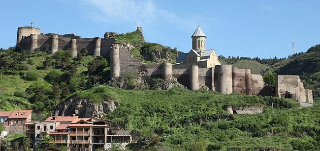 Одной из достопримечательностей Тбилиси является крепость Нарикала