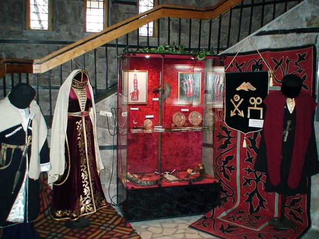 Национальная одежда балкарцев особо не отличалась внешне от одежды других народов кавказа
