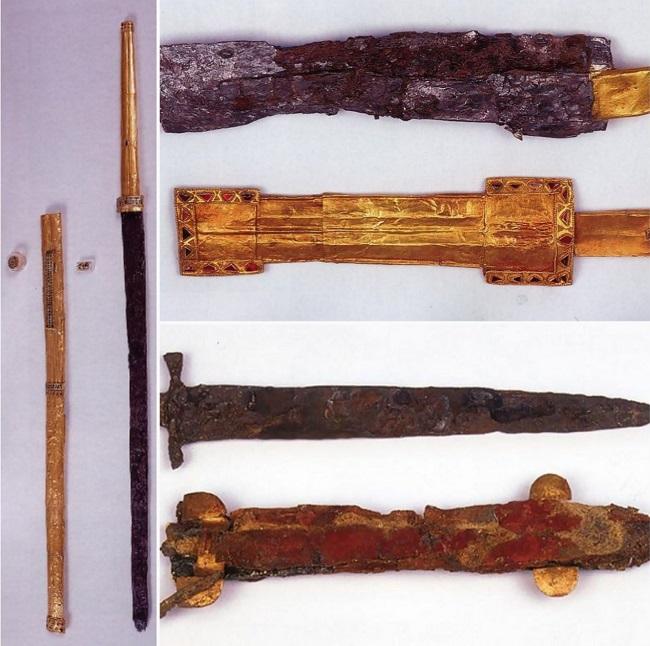 Оружие в Алании также как и все было великолепно — оно было инкрустировано драгоценными металлами и камнями