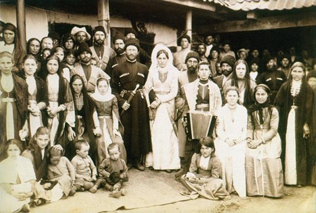 В прошлые века все гости на свадьбу одевали национальные костюмы