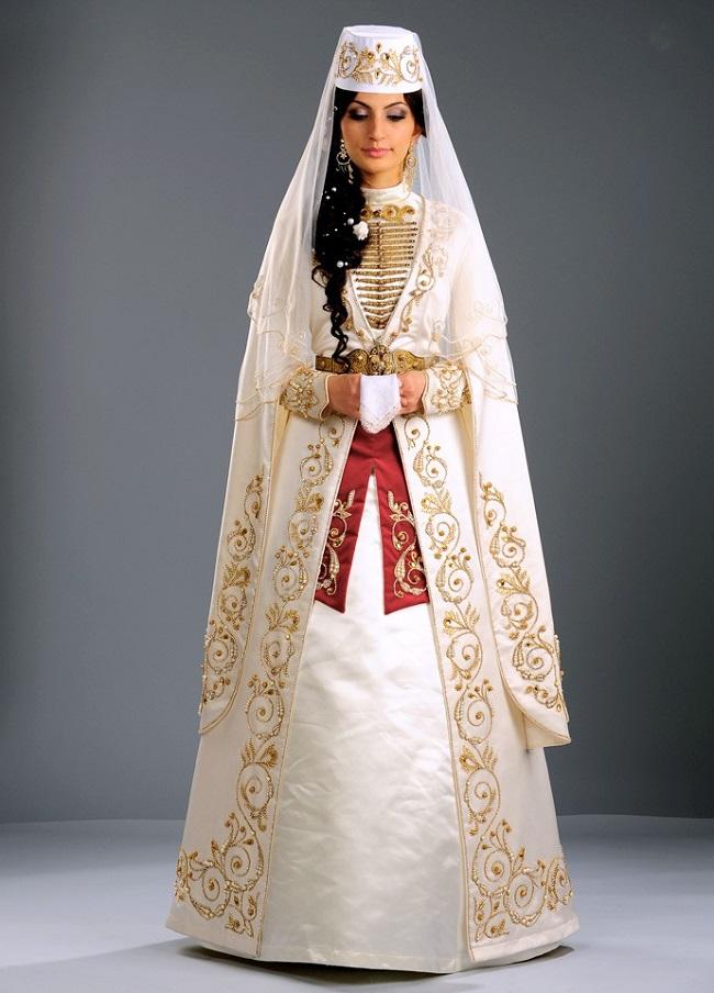Свадебный костюм осетинской невесты очень красив и хранит традиции предков