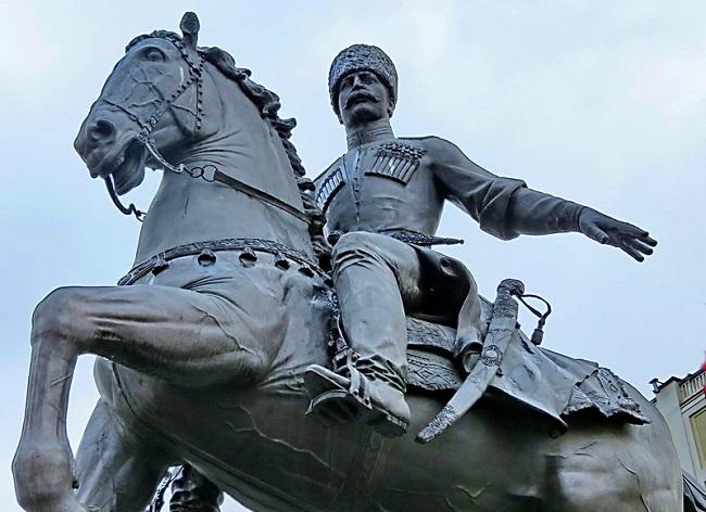 Краснодар украшает памятник основателям земли кубанской