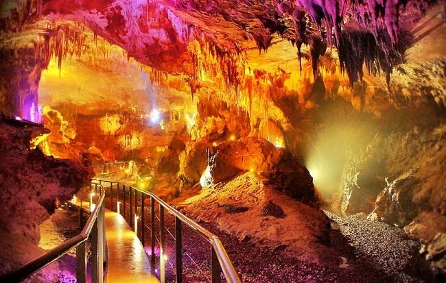 Кумистави, цхалтубская пещера – это все названия пещеры Прометея, протяженность которой 11 километров