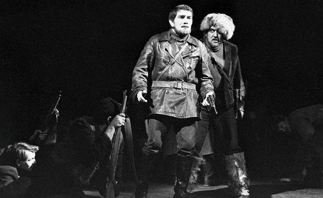 Арменом сыграно большое количество театральных ролей