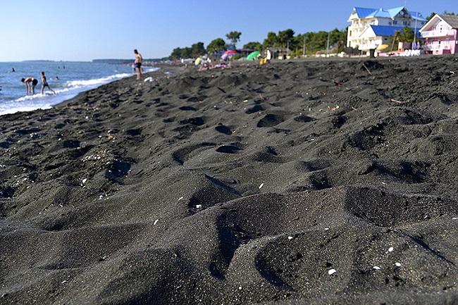 Магнитные пески есть во многих странах, но в Уреки содержание магнита доходит до 70%, что выше чем где-либо