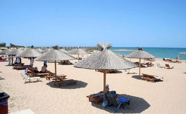 На побережье Каспия очень много благоустроенных пляжей