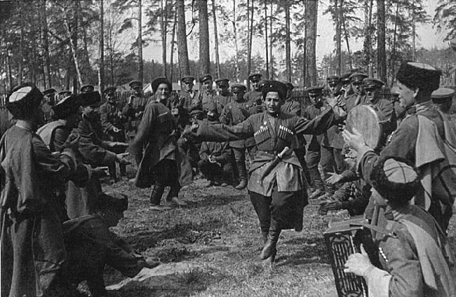 После революции ношение кубанок было запрещено до 30-х годов