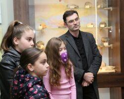 Глава Минкультуры Абхазии провел еще одну экскурсию для подопечных БФ «Ашана»
