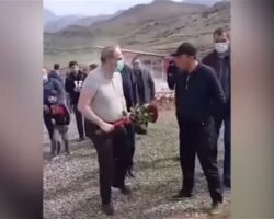 Пашиняну не дали возложить цветы на могилу