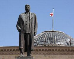 В Грузии прозвучали требования о возращении памятника «богу коммунистов»