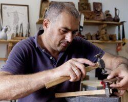В программе Ярмарки мастеров во Владикавказе примет участие резчик по дереву из Ю.Осетии