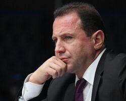 В Армении арестован экс-глава Минобороны